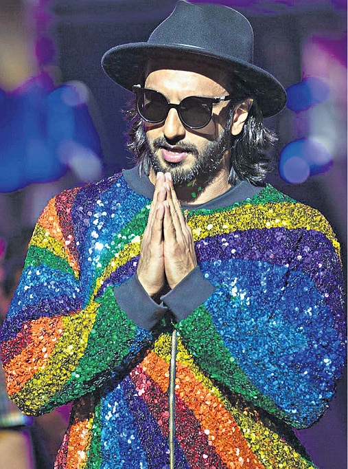 ranveer singh funny dress
