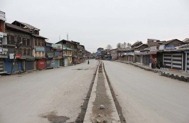 What's Happening In Kashmir? Leaders Under House Arrest And An Unofficial Curfew?